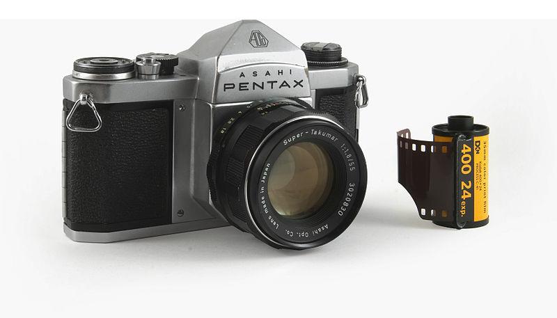 800px-Asahi_Pentax_S3_with_film